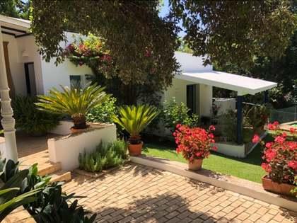 Casa / Villa de 184m² con 1,700m² de jardín en venta en Sotogrande