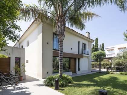Huis / Villa van 326m² te koop in Terramar, Sitges