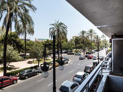 Central property with terrace for sale in Valencia