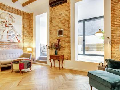 68m² Apartment with 50m² terrace for rent in Eixample Left
