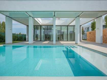4-bedroom luxury home with a pool in Caldes de Malavella