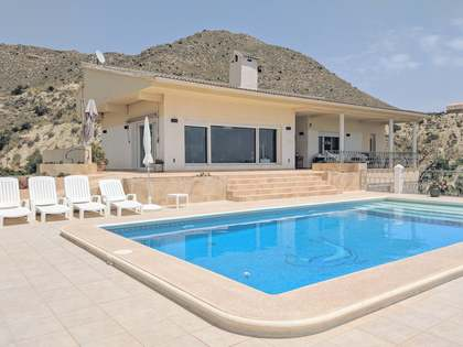 422m² House / Villa with 500m² garden for sale in Playa San Juan