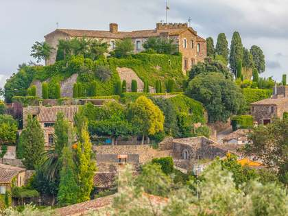 384m² Herrgård med 720m² Trädgård till salu i Baix Emporda