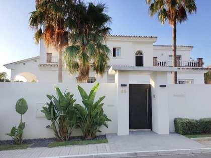 595m² Hus/Villa med 1,114m² Trädgård till salu i Nueva Andalucia