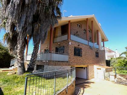 419m² House / Villa for sale in Playa Sagunto, Valencia