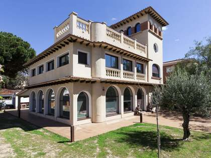 Fabulous colonial-style property for sale in Castelldefels