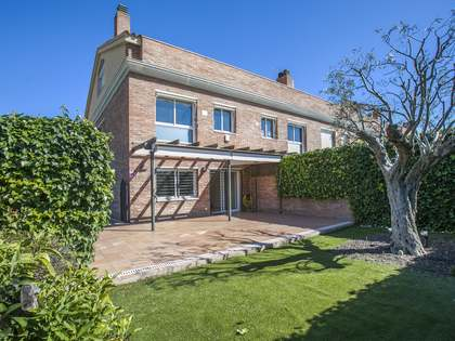 House for sale with a garden and pool in Premià de Dalt