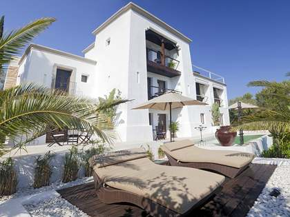 Large Ibicenco style property to buy in north Ibiza
