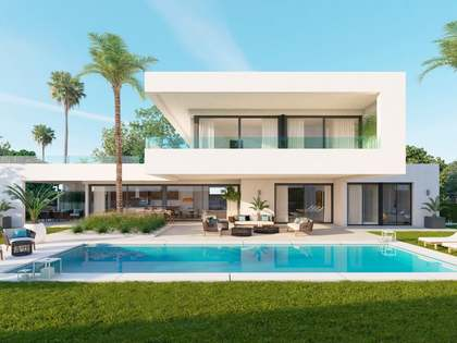 706m² House / Villa with 1,455m² garden for sale in Nueva Andalucía