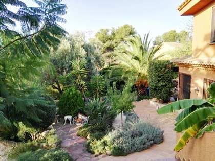 Huis / Villa van 287m² te koop met 800m² Tuin in Puzol