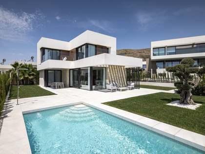 Casa / Vil·la de 304m² en venda a Finestrat, Alicante