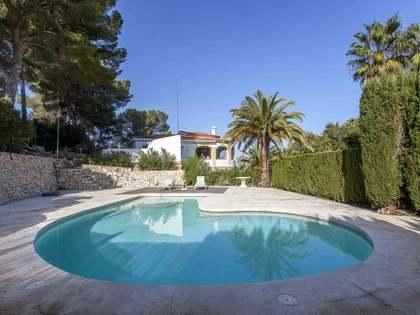Huis / Villa van 310m² te koop met 1,290m² Tuin in Dénia