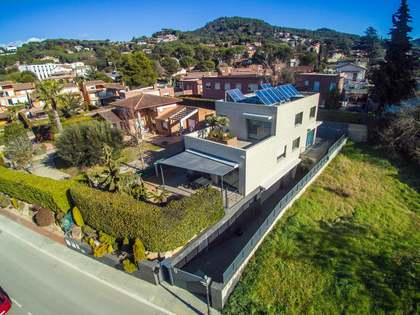 Villa de 3 dormitorios con piscina en venta en Vallromanes