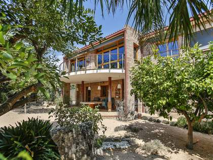 320 m² house with a garden for sale in Vilanova i la Geltrú