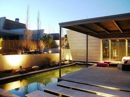 Huis / Villa van 1,050m² te koop in Pozuelo, Madrid