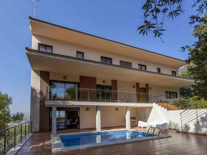 371 m² villa with 50 m² terrace for sale in El Bosque