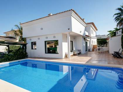 349m² Villa for sale in Dénia, Costa Blanca