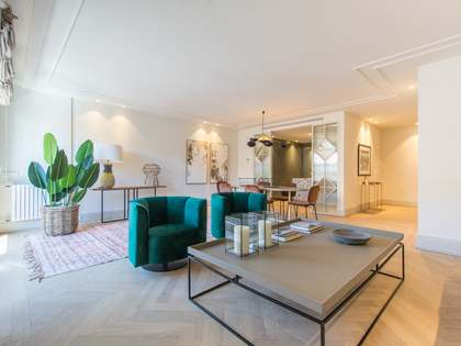 234m² Apartment for sale in Almagro, Madrid