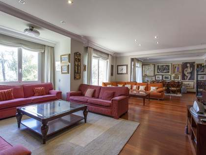 Large apartment for rent in Valencia's Eixample district