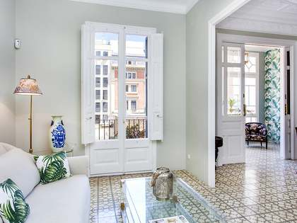 4-bedroom renovated Modernista apartment to rent in Eixample
