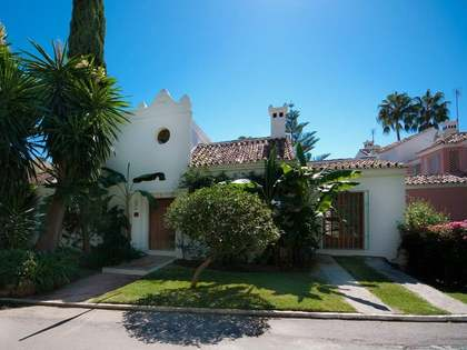 Andalucian townhouse for sale in Marbella Golden Mile