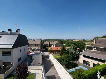 296m² House / Villa with 180m² garden for rent in Pozuelo