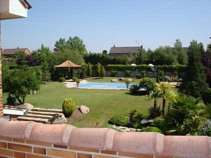 Villa de 690m² con 1.400m² de jardín en alquiler en Pozuelo