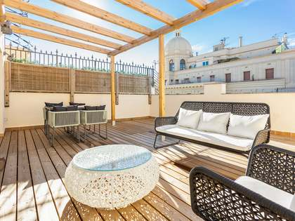 80 m² apartment with 60 m² terrace for sale in Eixample Left
