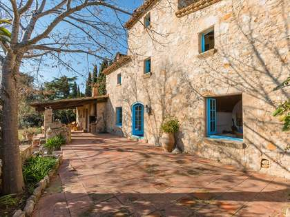 Beautiful Costa Brava country house close to coast for sale