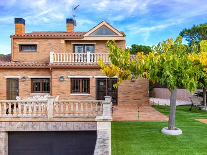 Huis / Villa van 486m² te koop in Mataro, Maresme
