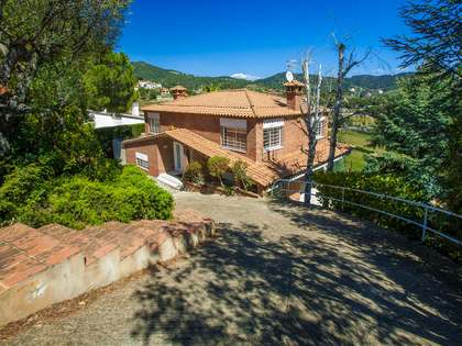 Bi-level villa for sale in Alella, Maresme