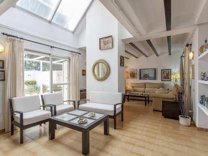 Huis / Villa van 180m² te huur met 100m² Tuin in Bétera