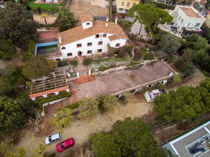 7-bedroom masia to buy and renovate in El Masnou