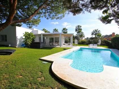 Villa en venta en la zona residencial Carib Playa, Marbella