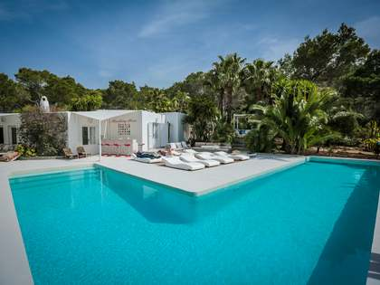 Villa with independent guest house for sale in Ibiza
