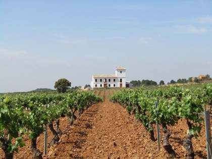 Large country estate for sale in Requena, Valencia