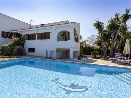 586m² House / Villa for sale in Paterna, Valencia