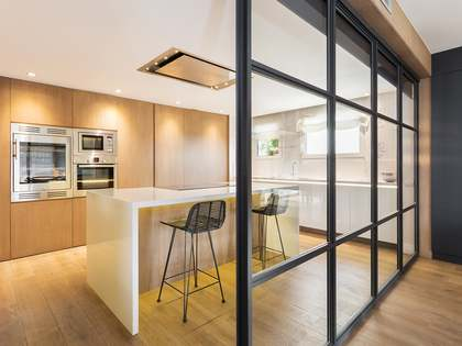 Duplex penthouse with 140 m² terrace for rent in Tres Torres