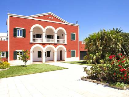 Загородное поместье 1,140m² на продажу в Менорка, Испания