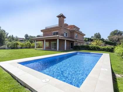 Casa de 294 m² en venta en Los Monasterios, Valencia