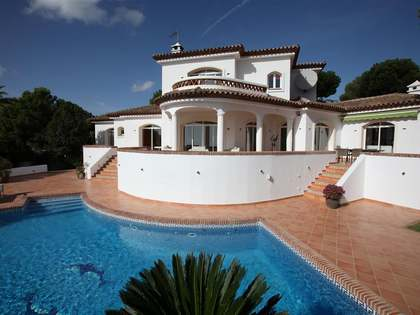 336m² villa with a 2,500m² plot for sale in Mijas