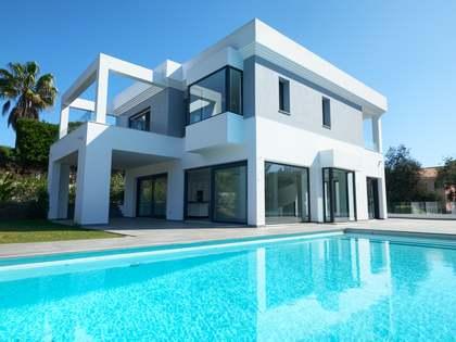 Huis / Villa van 379m² te koop met 71m² terras in East Marbella