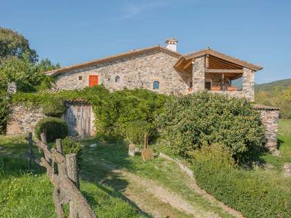 Historic masia with 40 hectares of land to buy in Girona