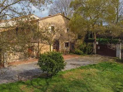 361m² Country house with 1,200m² garden for sale in El Gironés