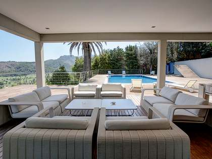 1,367 m² villa with 1,880 m² garden for rent in Dénia