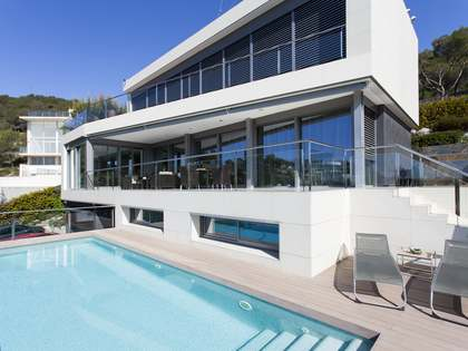 Huis / Villa van 500m² te koop in Terramar, Sitges