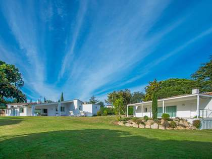 Huis / Villa van 421m² te koop met 2,000m² Tuin in Platja d'Aro