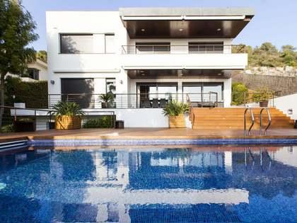 Huis / Villa van 594m² te koop in Terramar, Sitges