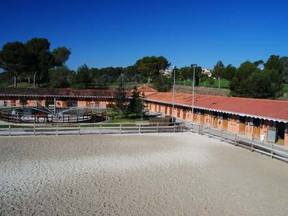 Equestrian site for sale in sought-after area near Valencia