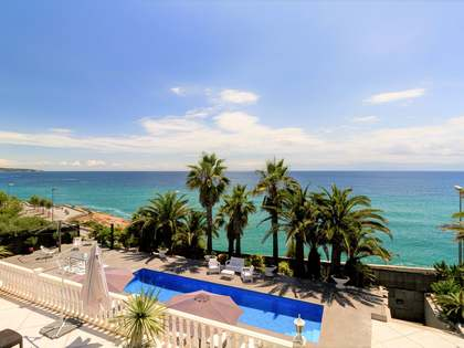 582m² House / Villa for sale in Antibes, Tarragona
